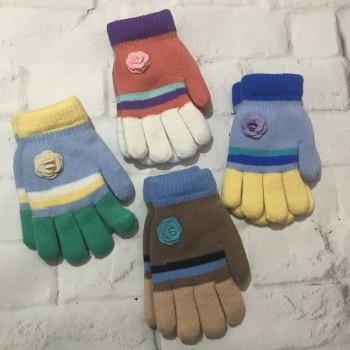 Зимние перчатки для девочки 6-8 лет.